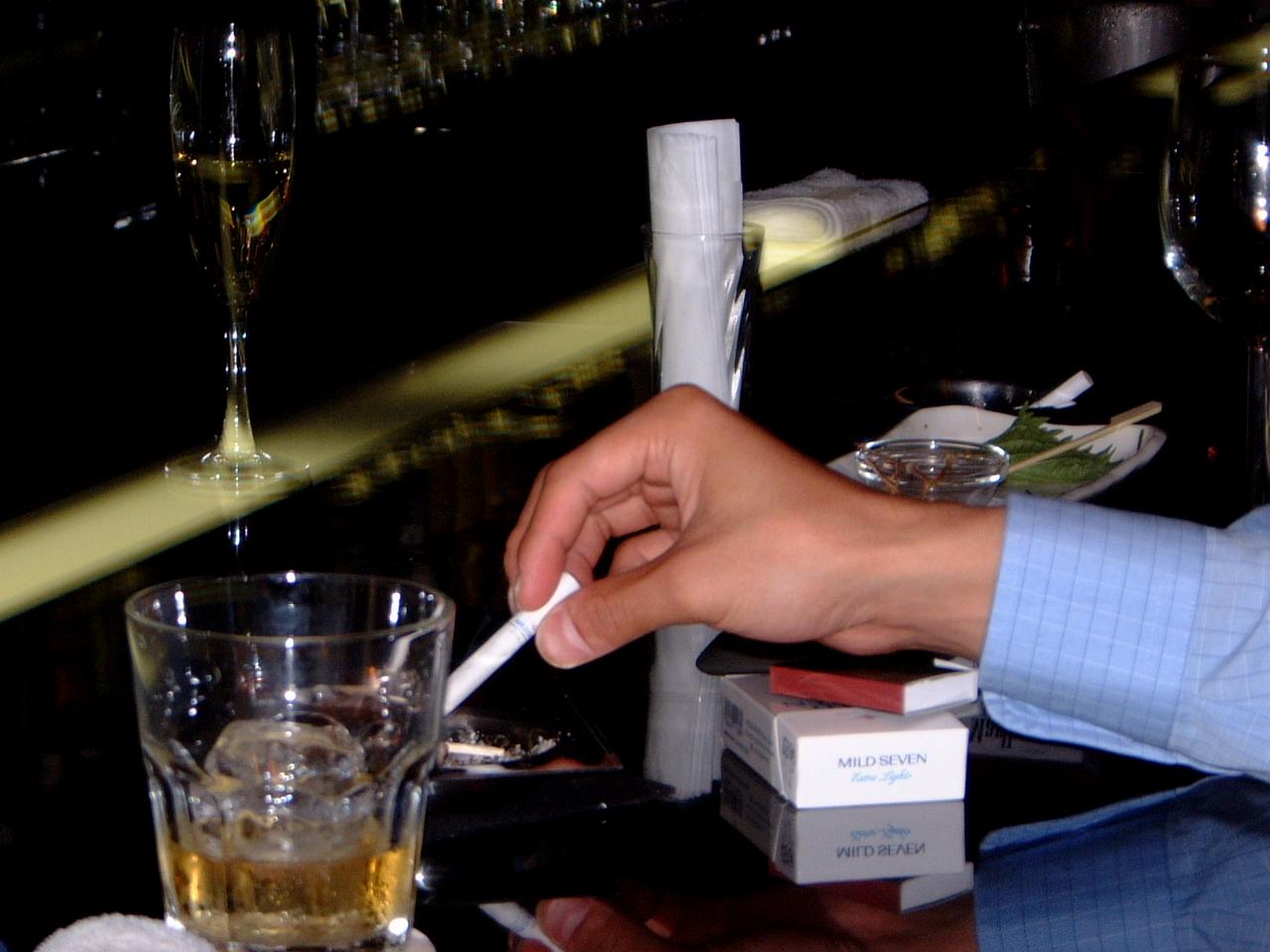 睡眠の大敵、酒とたばこ